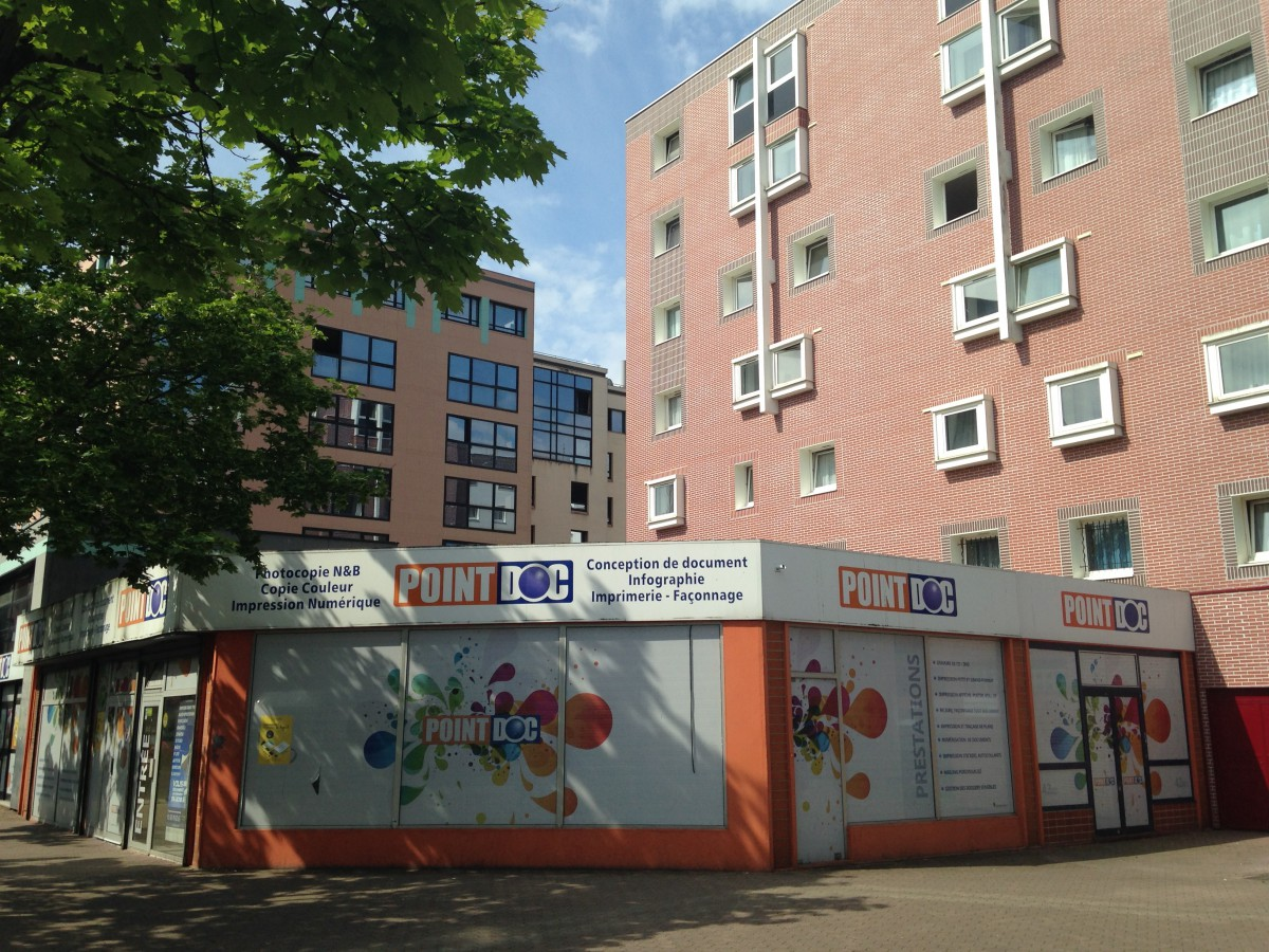 Transaction : local commercial de 216 m² à Evry